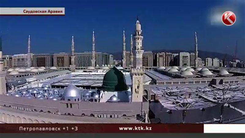 Назарбаев прочел намаз в мечети пророка Мухаммада