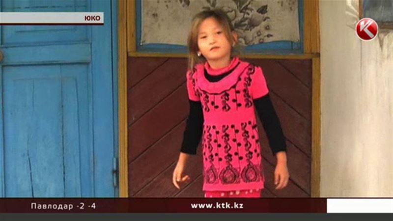 Девочку-подкидыша, которая жила без документов, оставили у приемной матери