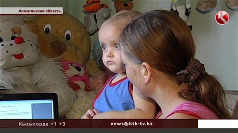 Маленький Миша страдает от каждого прикосновения и ждет помощи