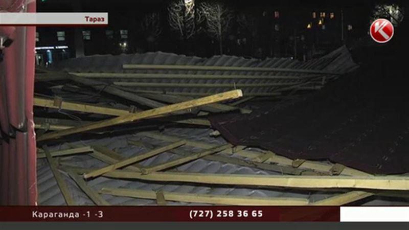 Разбушевался не на шутку: жамбылский регион лишился крыш, деревьев и столбов