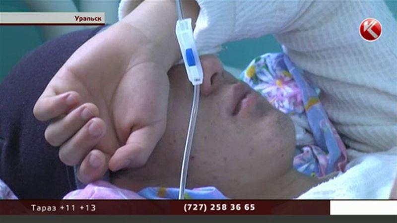 Булка с котлетой отправила на больничную койку почти 20 жителей Уральска