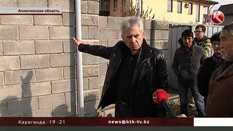 Половина поселковой улицы  в Алматинской области оказалась проданной
