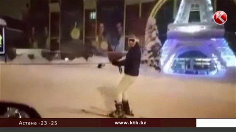 Алматинцы катаются на лыжах и сноубордах прямо по проспектам