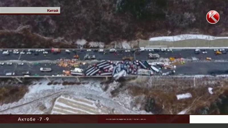 Больше полусотни машин столкнулись на скоростной магистрали