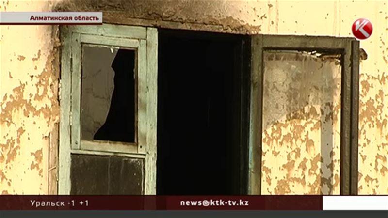 У семьи инвалидов пожар уничтожил дом, все вещи и документы
