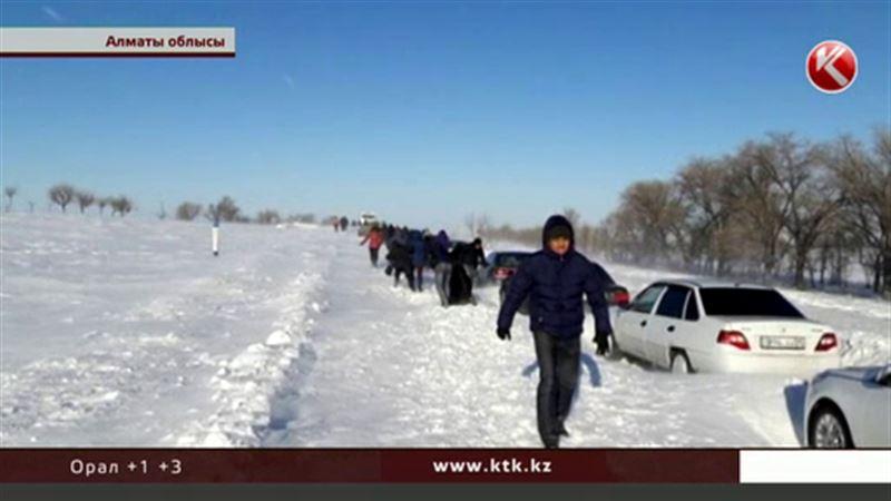 Алматы облысында қар құрсауында қалған 113 адам құтқарылды