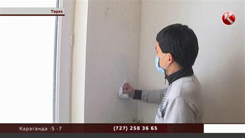 Дома по госпрограмме: течет крыша, стены покрылись плесенью