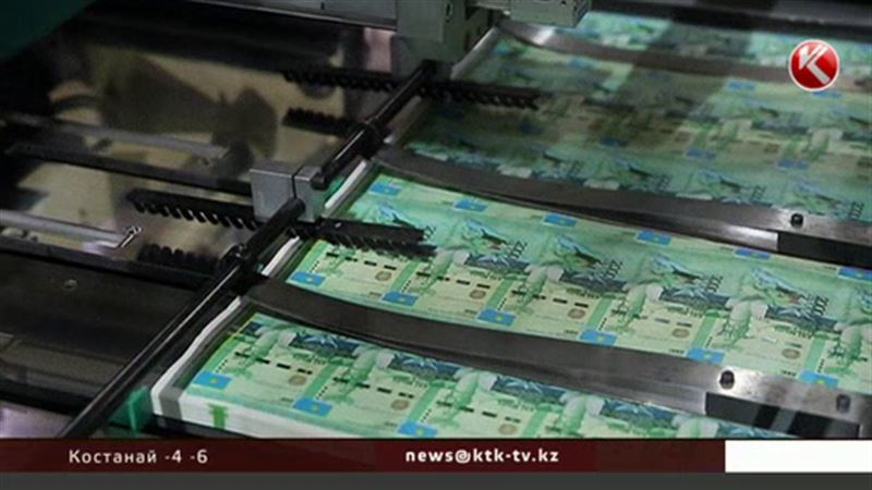 Тенге не оправдывает надежд казахстанцев и дешевеет