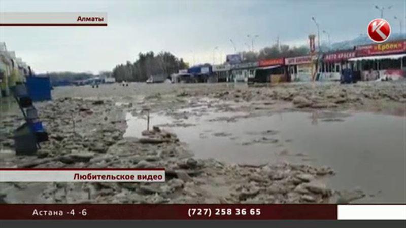 Алматы заливает: в воде десятки домов и крупный рынок автозапчастей