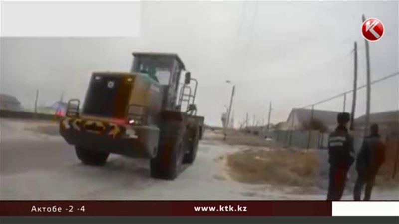 Полицейский и замакима поругались из-за трактора