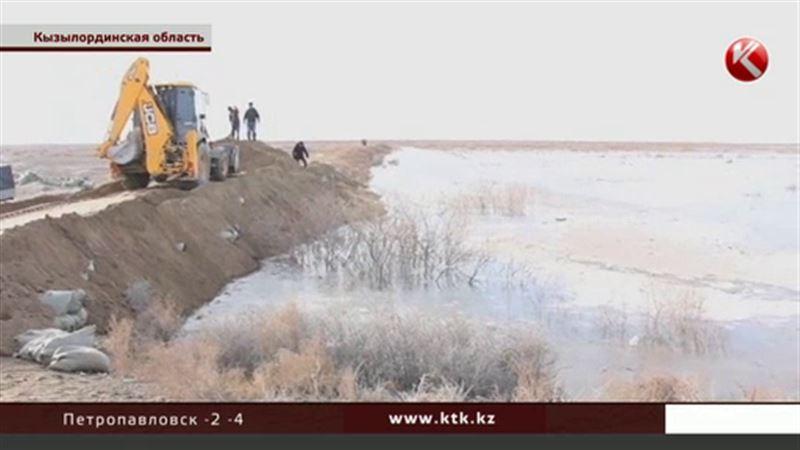 Воды разбушевавшейся Сырдарьи смыли мост и затопили пастбища