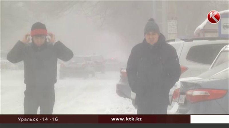 В регионах Казахстана ожидают снегопадов и метелей