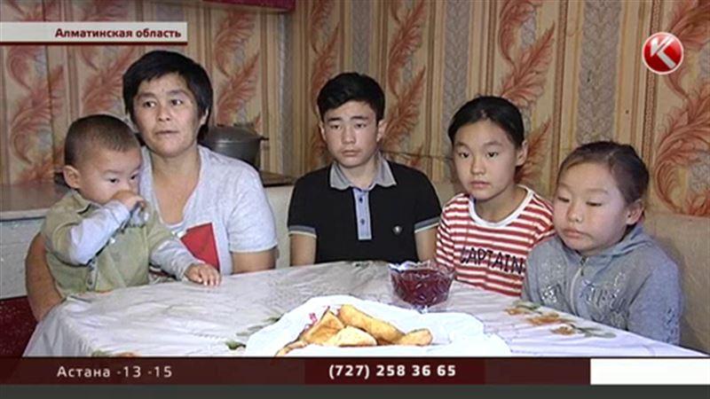 В Алматинской области вдова может накормить четверых детей только макаронами