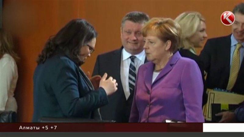 Меркель и Олланд никак не хотят отменять антироссийские санкции