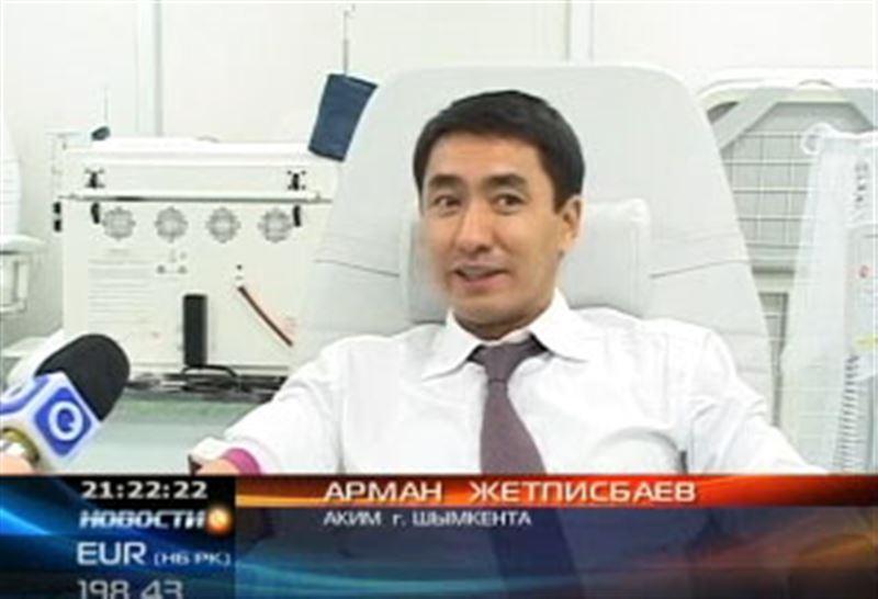 Шымкентские чиновники массово сдают кровь