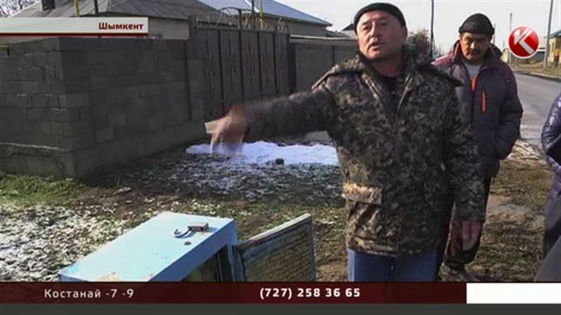 Никто не знает, зачем в Шымкенте воруют уличные счетчики воды