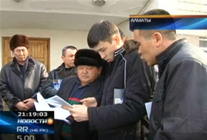 В Алматы представители крестьянских хозяйств штурмовали офис завода по переработке сои