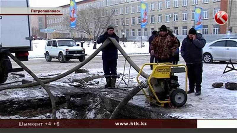 Петропавловские коммунальщики все еще устраняют «новогоднюю» аварию