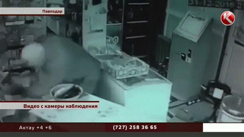 Грабителя, избившего продавца под Новый год, в Павлодаре все еще ищут