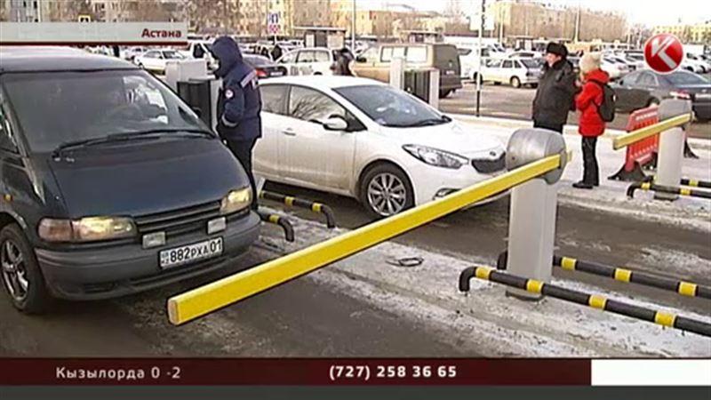 Первый день работы платной парковки на столичном вокзале обернулся коллапсом