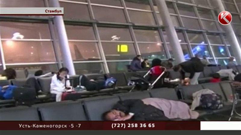 В аэропорту Стамбула остаются триста наших туристов