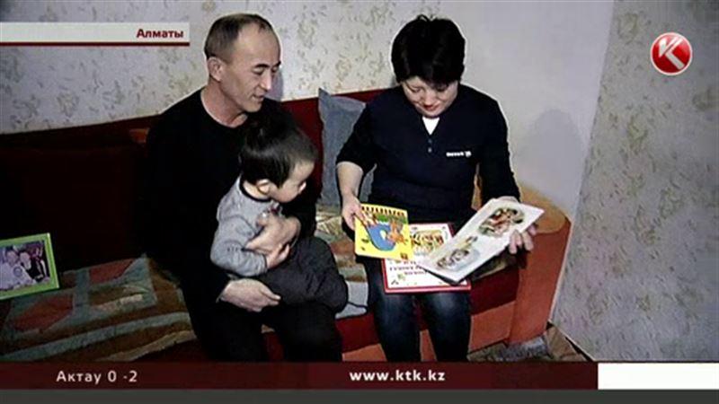 Супруги из Алматы вынуждены прятать своего усыновленного ребенка от биологической матери