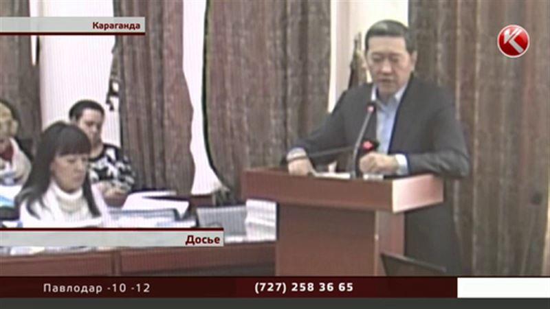 Экс-премьер-министру Ахметову сократили срок