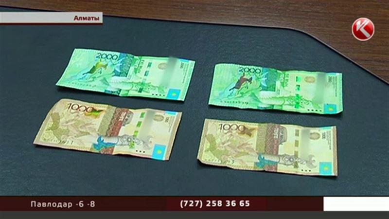 Алматы наводнили фальшивые деньги, которые не распознают даже терминалы