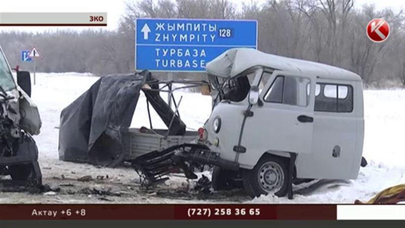В ЗКО столкнулись УАЗ и пассажирская «Газель» - 1 погибший, 11 пострадавших