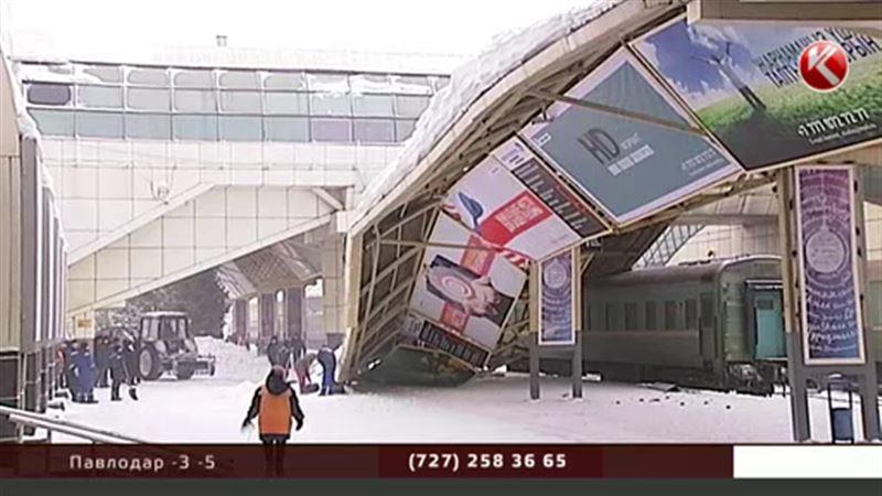 На вокзале Астаны обвалился многотонный навес