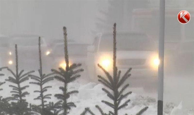 Автодвижение полностью закрыто на трех автодорогах в Казахстане