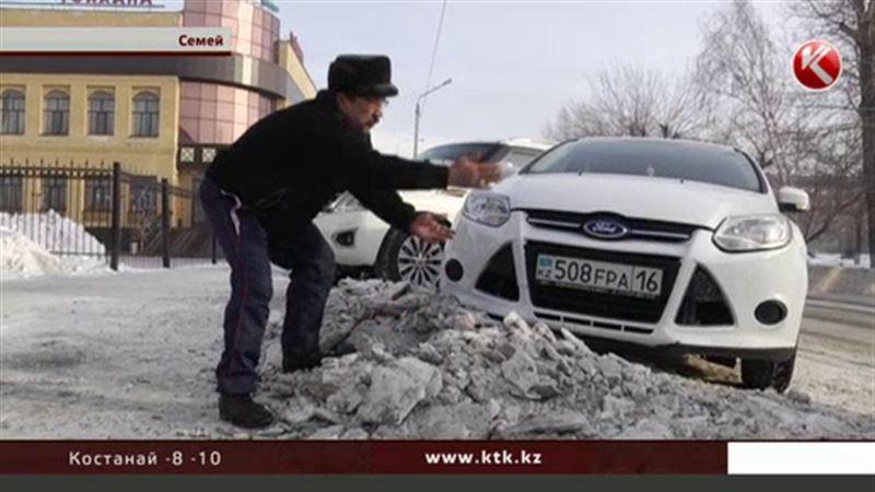 В заваленном снегом Семее чиновник провел ликбез для журналистов
