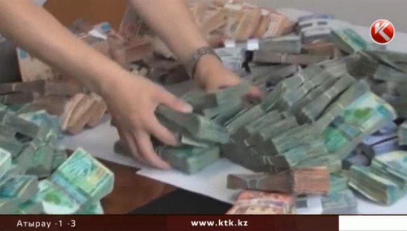 Кому в Казахстане больше всего повезло с зарплатой
