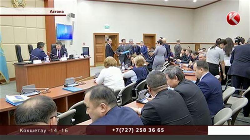 Доллар по 330: правительство Казахстана скорректировало бюджет