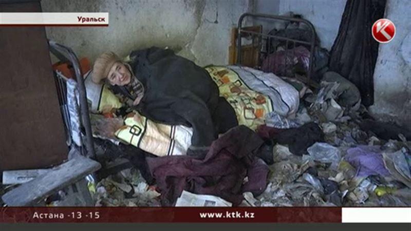 В Уральске без отопления, воды и света живет 83-летняя женщина