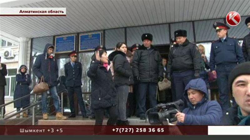 Скандалом закончился новый суд по иссыкскому изнасилованию