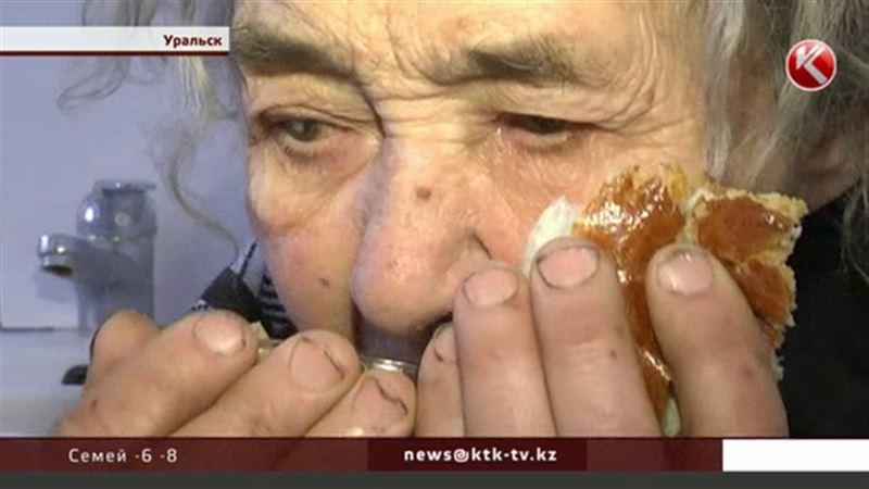 Уральской пенсионерке, которая жила среди мусора, грозит ампутация