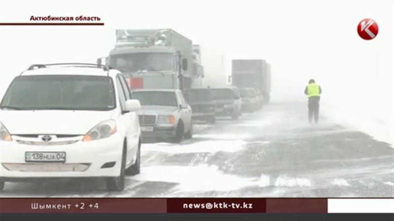 Из-за метелей и сильного ветра казахстанцы боятся покидать дома