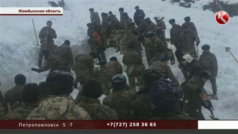 Военному, оказавшемуся под лавиной, требуется длительная реабилитация