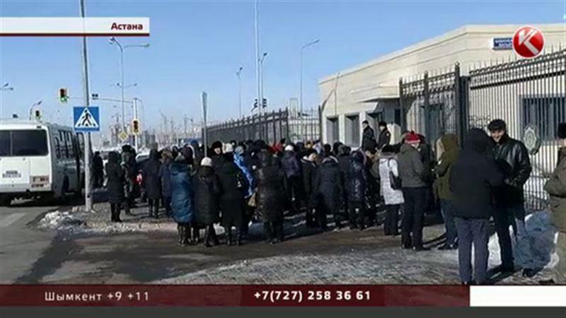 Астанада ашынған үлескерлер қалалық прокуратура алдына митингке шықты