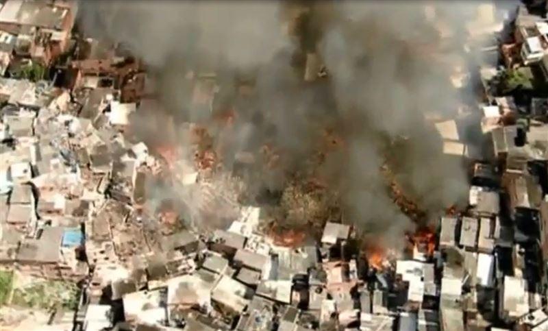Масштабный пожар уничтожил более 50 зданий в Бразилии
