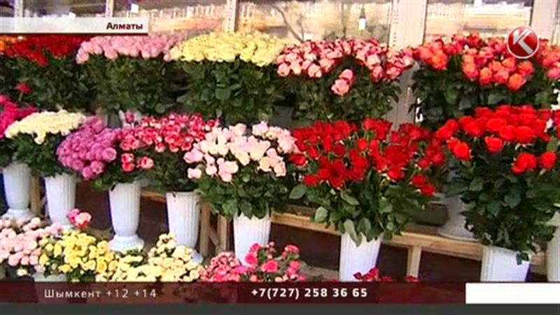 В казахстанских городах цветы к 8 Марта продают вместе с мясом