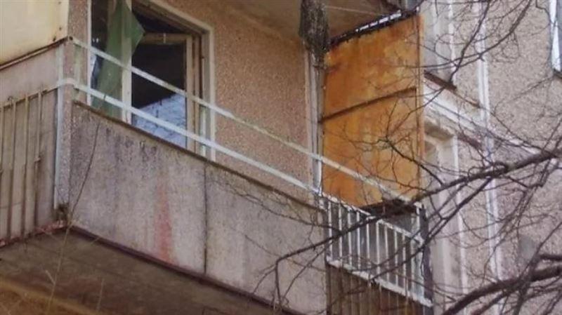 Карагандинец выбросился с балкона после убийства матери