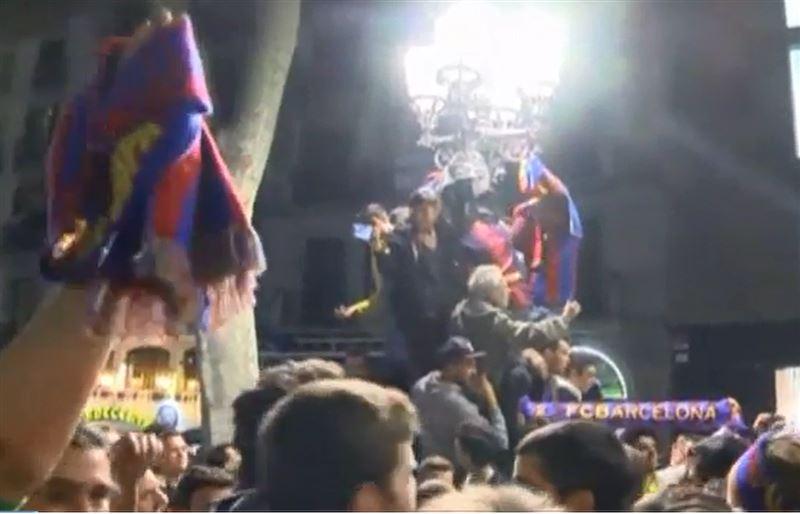 Фанаты «Барселоны» всю ночь отмечали выход клуба в четвертьфинал Лиги чемпионов