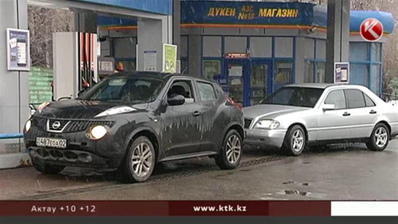 Эксперты заявляют, что бензин в Казахстане один из самых дорогих в мире
