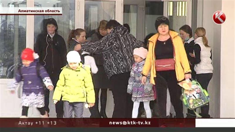 В школе без отопления в Алматинской области считают, что детей надо закалять