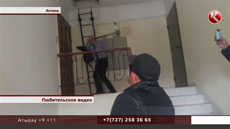 Астанчанке из-за долгов племянника судоисполнитель кувалдой раскурочил дверь