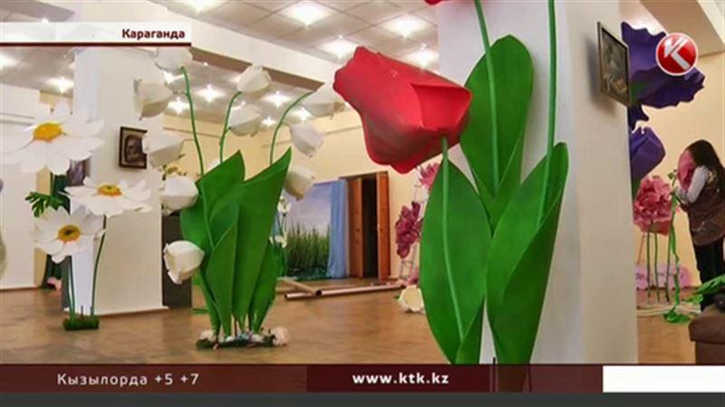 Цветы-гулливеры выросли в Караганде