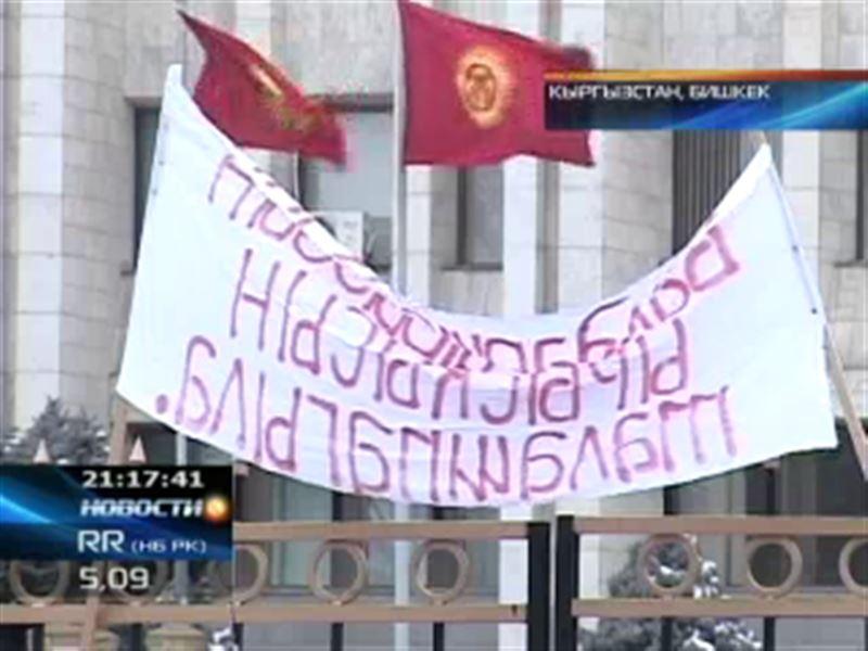 В Кыргызстане торговцы пытались взять штурмом Дом правительства