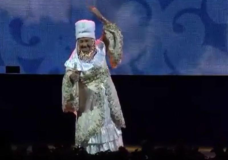 86-летняя казахстанка поразила зрителей своим танцем